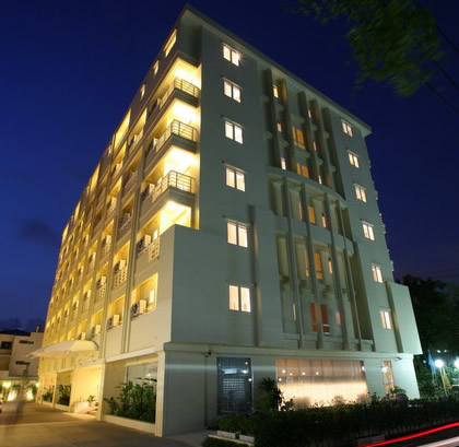 The Monmanee is a new hotel that is conveniently located within vicinity of Bangkok's new international airport, the Suvarnabhumi Airport of Thailand.